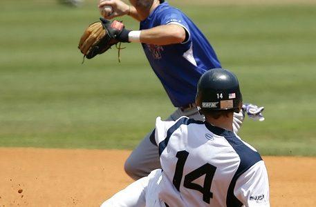 ダブルプレー時の、セカンド・ショートの2塁ベースへの入り方のコツとは?